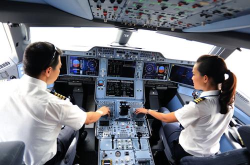 Thời gian qua, một sốphi công Vietnam Airlines đãnghỉ việc vì chê lương thấp và phản ứng quy định nghỉ việc phảibáo trước 120 ngày. Ảnh minh họa: Xuân Hoa.