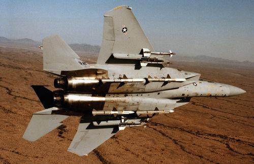 Tiêm kích F-15C với cấu hình vũ khí tối đa gồm 8 tên lửa đối không. Ảnh: USAF.