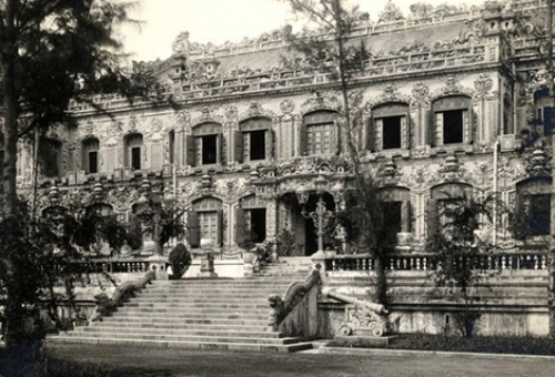 Điện Kiến Trung được chụp vào năm 1930 trước lúc bị tiêu tủy. Ảnh tư liệu.