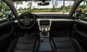 Volkswagen Passat ban moi ve Viet Nam gia 142 ty