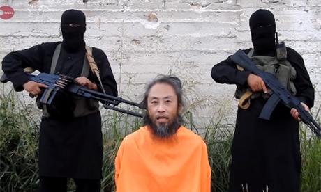 Người đàn ông được tin là nhà báo Yasuda kêu cứu trong video vừa được đăng lên mạng. Ảnh: SITE