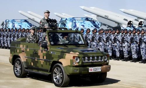 Ông Tập duyệt đội hình duyệt binh hồi tháng 8/2017. Ảnh: SCMP.