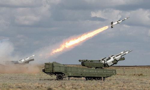 Tên lửa phòng không Syria khai hỏa trong một cuộc tập trận năm 2011. Ảnh: SANA.