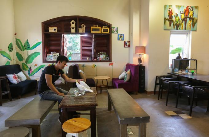 Thú vui cà phê với vẹt ở Sài Gòn