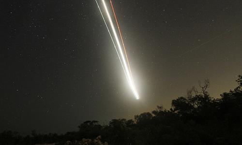 Thiên thạch bốc cháy và phát nổ trong bầu khí quyển. Ảnh minh họa.