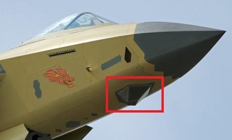 Tổ hợp EOTS dưới mũi máy bay J-20. Ảnh: Sina.