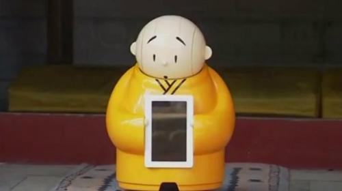 Robot Hiền Nhị được trưng bày tại chùa Long Tuyềnnăm 2016. Ảnh: AFP.