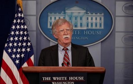 John Bolton phát biểu tại Nhà Trắng hôm 2/8. Ảnh: Reuters.