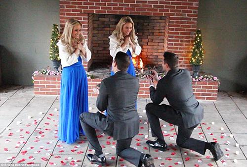 Jeremy và Josh đã cầu hôn Briana và Brittany hôm 2/2
