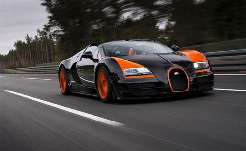 Siêu xe Bugatti Veyron lăn bánh trên đường. Ảnh: Bugatti.
