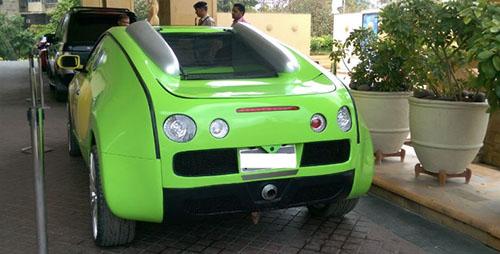 Đuôi xe khá giống Veyron.