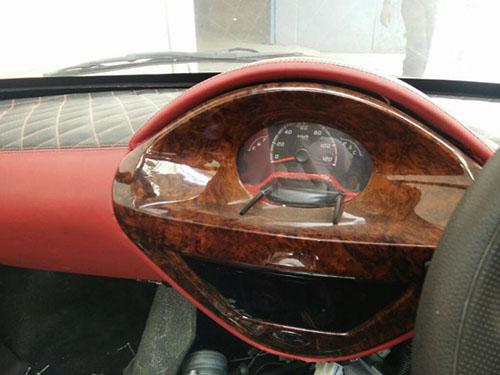 Đồng hồ tốc độ trên mẫu xe độ.