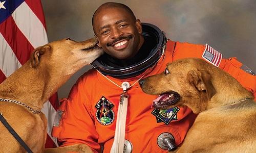 Cựu phi hành gia NASA Leland Melvin. Ảnh: Twitter.