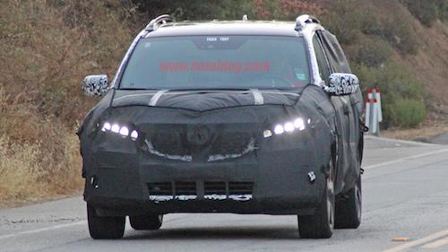SUV mới của Honda trên đường thử. Ảnh: Autoblog.