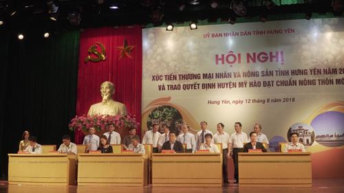 Đại diện Vietnam Airlines ký kết thỏa thuận hợp tác tiêu thụ nhãn.