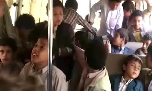 phut-cuoi-cua-cac-hoc-sinh-tren-xe-bus-bi-khong-kich-o-yemen