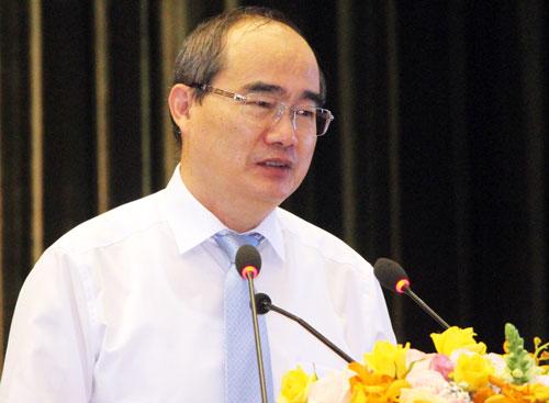 Ông Nguyễn Thiện Nhân nói chuyện với lãnh đạo ngành giáo dục TP HCM. Ảnh: Mạnh Tùng.
