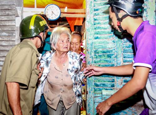 Người dân huyện Cần Giờ được sơ tán tránh bão Damrey hồi năm ngoái.Ảnh: Thành Nguyễn.