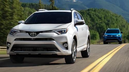 Toyota RAV4 2019 lăn bánh trên đường ở Mỹ. Mẫu xe này vượt Nissan X-Trail dẫn đầu doanh số phân khúc SUV nói chung trên thế giới. Ảnh: 2019suvs.