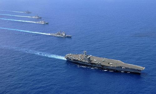 Nhóm tác chiến tàu sân bay Mỹ đi qua Biển Đông hồi năm 2017. Ảnh: US Navy.