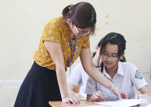 THCS là cấp học bắt buộc nên nhiều ý kiến cho rằng nhà nước cần miễn học phí cho học sinh. Ảnh học sinh THCS tham gia kỳ thi tuyển sinh vào lớp 10 năm 2018. Ảnh:Ngọc Thành.