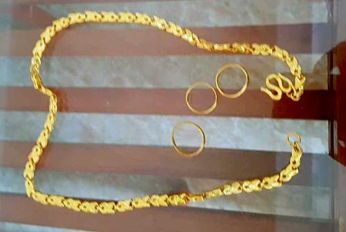 Số vàng được tiểu thương nộp lại cho Ban quản lý chợ Gôi. Ảnh: Đ.H