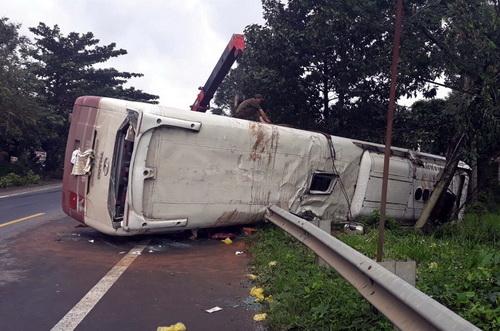 Hiện trường vụ tai nạn trên quốc lộ 20. Ảnh: Hoài Thanh