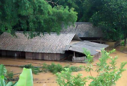 Nhiều bản, làng ở Nghệ An ngập sâu do mưa lũ. Ảnh: Hải Bình.