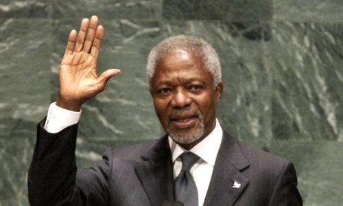 Kofi Annan phát biểu tại trụ sở LHQ ở New York tháng 12/2006. Ảnh: AFP.