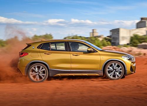 [Caption] trên thị trường toàn cầu, BMW X2 có ba phiên bản lựa chọn về thiết kế và trang bị, cụ thể gồm Base (tiêu chuẩn), M Sport và M Sport X.