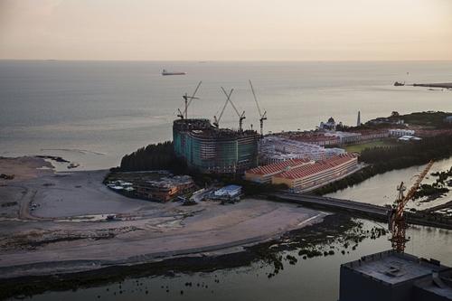 Dự án cải tạo cảng và xây khu công nghiệpMelaka Gateway ở Malaysia. Ảnh: NYTimes.