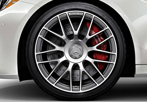Lốp thành mỏng trên một xe của Mercedes.