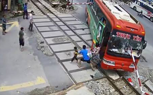 Hiện trường vụ tai nạn. Ảnh chụp từ video.