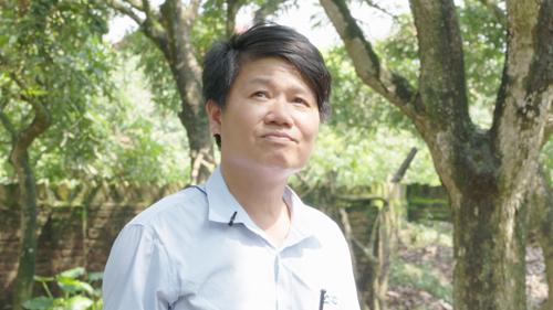 Anh Nguyễn Văn Thế là một trong những người gắn bó lâu năm với cây nhãn Miền Thiết. Ảnh: Bizmedia
