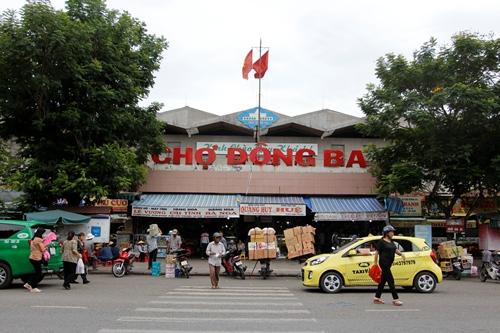 Chợ Đông Ba là khu chợ lớn nhất tỉnh Thừa Thiên Huế. Ảnh: Võ Thạnh