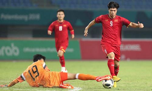 Một pha bóng trong trậnOlympic Việt Nam và Barain. Ảnh: Đức Đồng