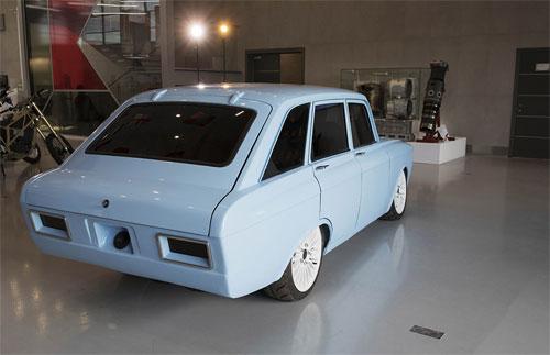 Phần đuôi xe dạng hatchback với thiết kế còn mang đậm phong cách ý tưởng.