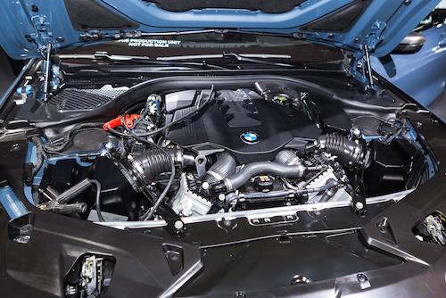 Động cơ V8 tăng áp kép công suất 523 mã lực.