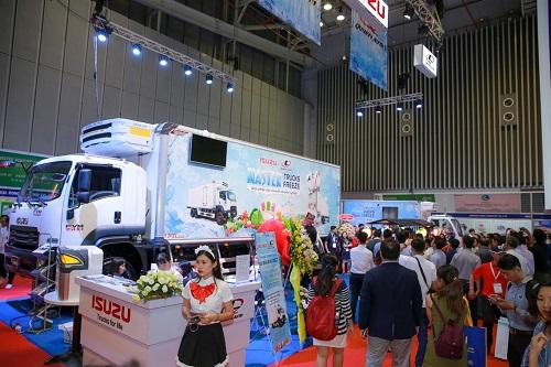 Tại Hội chợ triển lãm quốc tế Vietfish 2018 vừa diễn ra tại TP HCM vào ngày 22/8, hãng ôtô Nhật Bản Isuzu và nhà sản xuất thùng đông lạnh Quyền Auto phối hợp trưng bày công nghệ xe thùng đông lạnh mới.