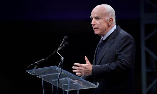 Thượng nghị sĩ John McCain phát biểu sau khi nhậnHuân chương Tự do tại thành phố Philadelphia, bang Pennsylvania vào ngày 16/10/2017. Ảnh: Reuters.