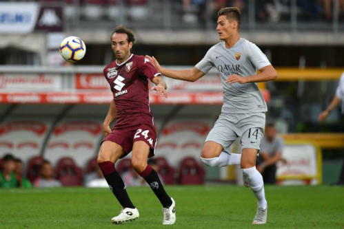 Cầu thủ số 24 của Torino mang áo đấu có logo hãng xe Nhật trong trận gặp AS Roma hôm 19/8. Ảnh: Fox Sport.