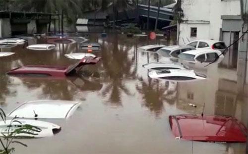 Hàng chục nghìn ôtô ngập nước ở Ấn Độ, thiệt hại 142 triệu USD - 4