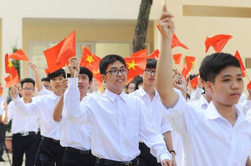 Nhiều thách thức đặt ra cho ngành giáo dục trong năm học mới 2018-2019. Ảnh học sinh tham dự lễ khai giảng: Giang Huy.