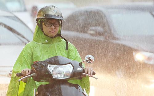 Mưakéo dài suốt ba ngày qua ở Hà Nội. Ảnh: Ngọc Thành