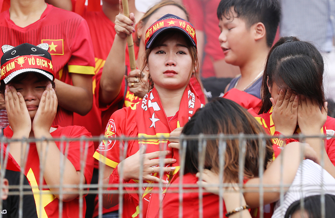Cổ động viên bật khóc khi Việt Nam vuột mất huy chương đồng