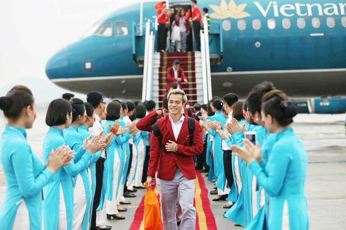 Những khoảnh khắc ngày về Hà Nội của tuyển Olympic