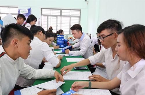 Các doanh nghiệp tham gia ký kết trở thành đối tác chiến lược của nhà trường cũng dành nhiều chính sách hỗ trợ tài chính, suất học bổng dành cho tân sinh viên.
