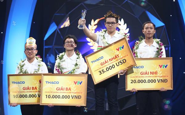 Hoàng Cường đến từ Quảng Ninh giành gói học bổng du học trị giá 35.000 USD. Ảnh: Đình Tùng/vnexpress,net