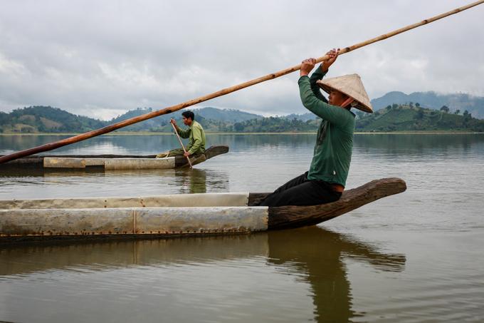 Cưỡi voi, chèo thuyền độc mộc trên hồ nước ngọt lớn nhất Tây Nguyên