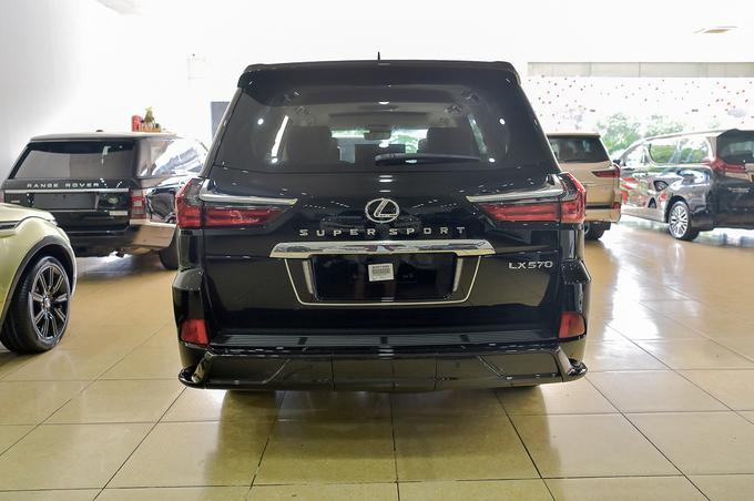 Lexus LX 570 phiên bản 4 chỗ của Dubai tại Việt Nam